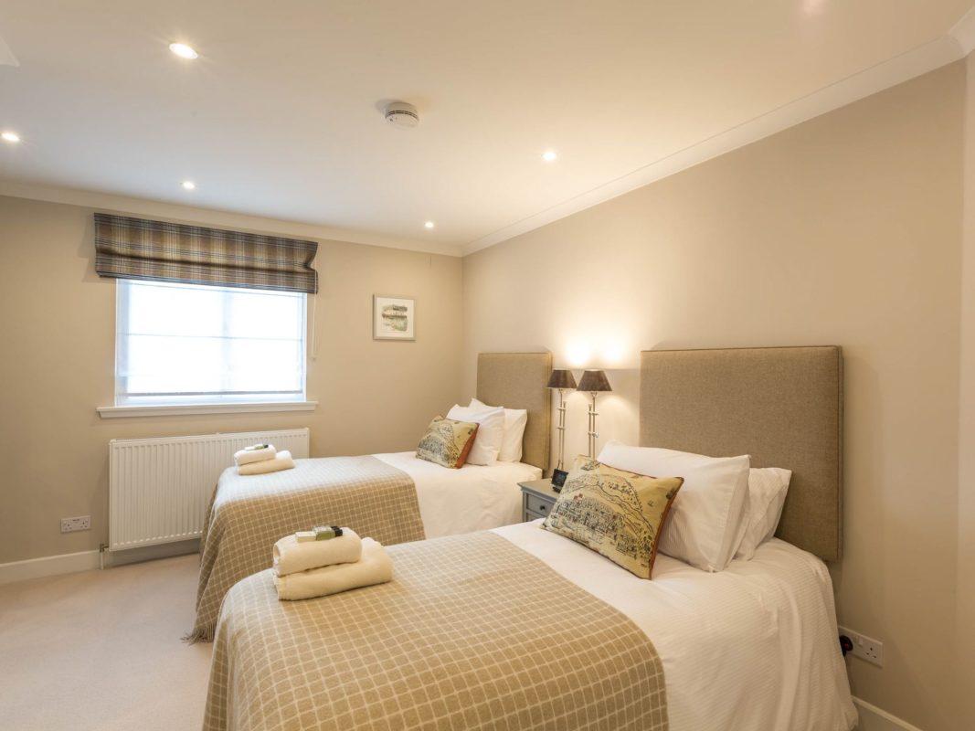 1 Links Crescent Bedroom + En-suite 1